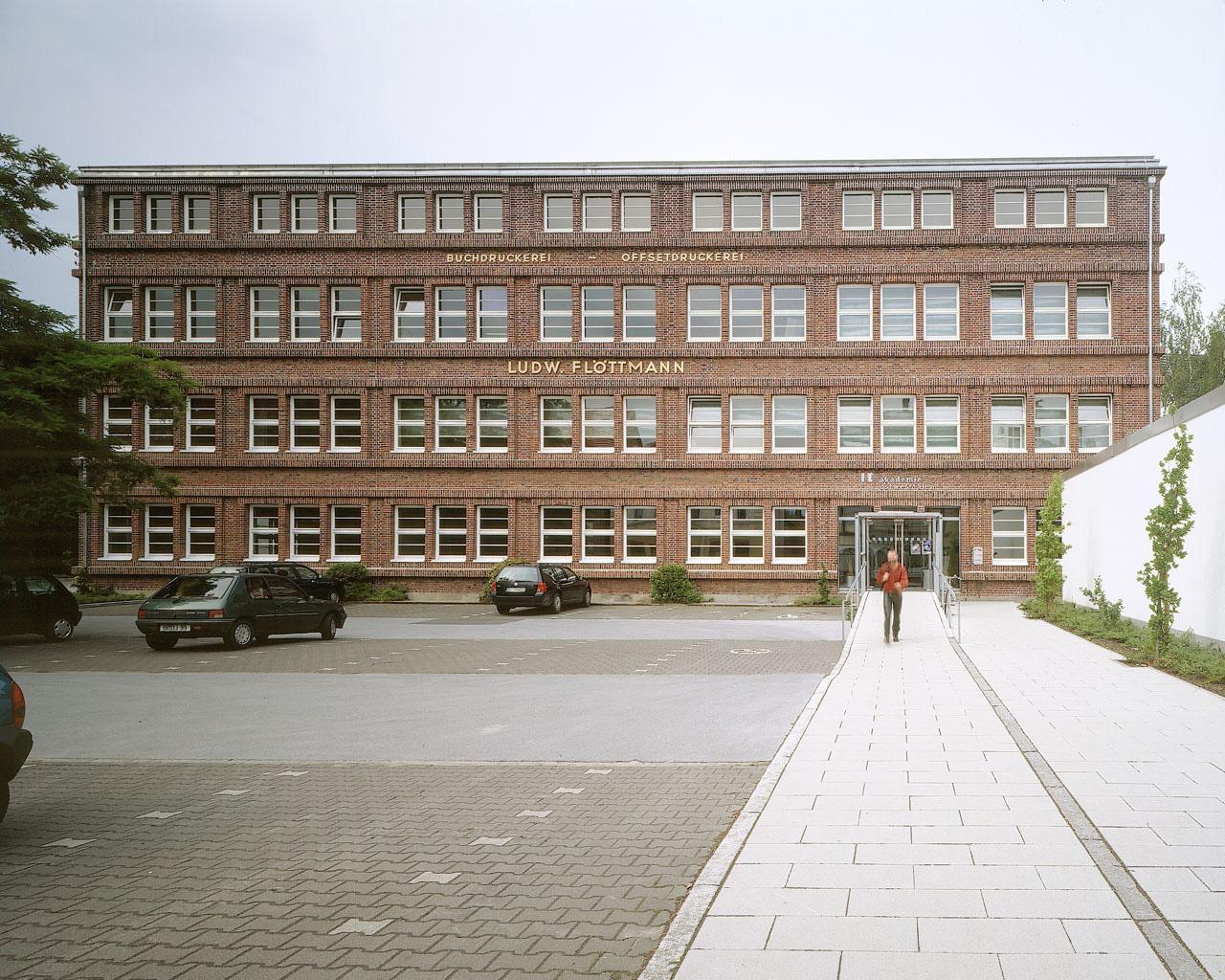 Guetersloh-IT-Akademie-Aussenansicht