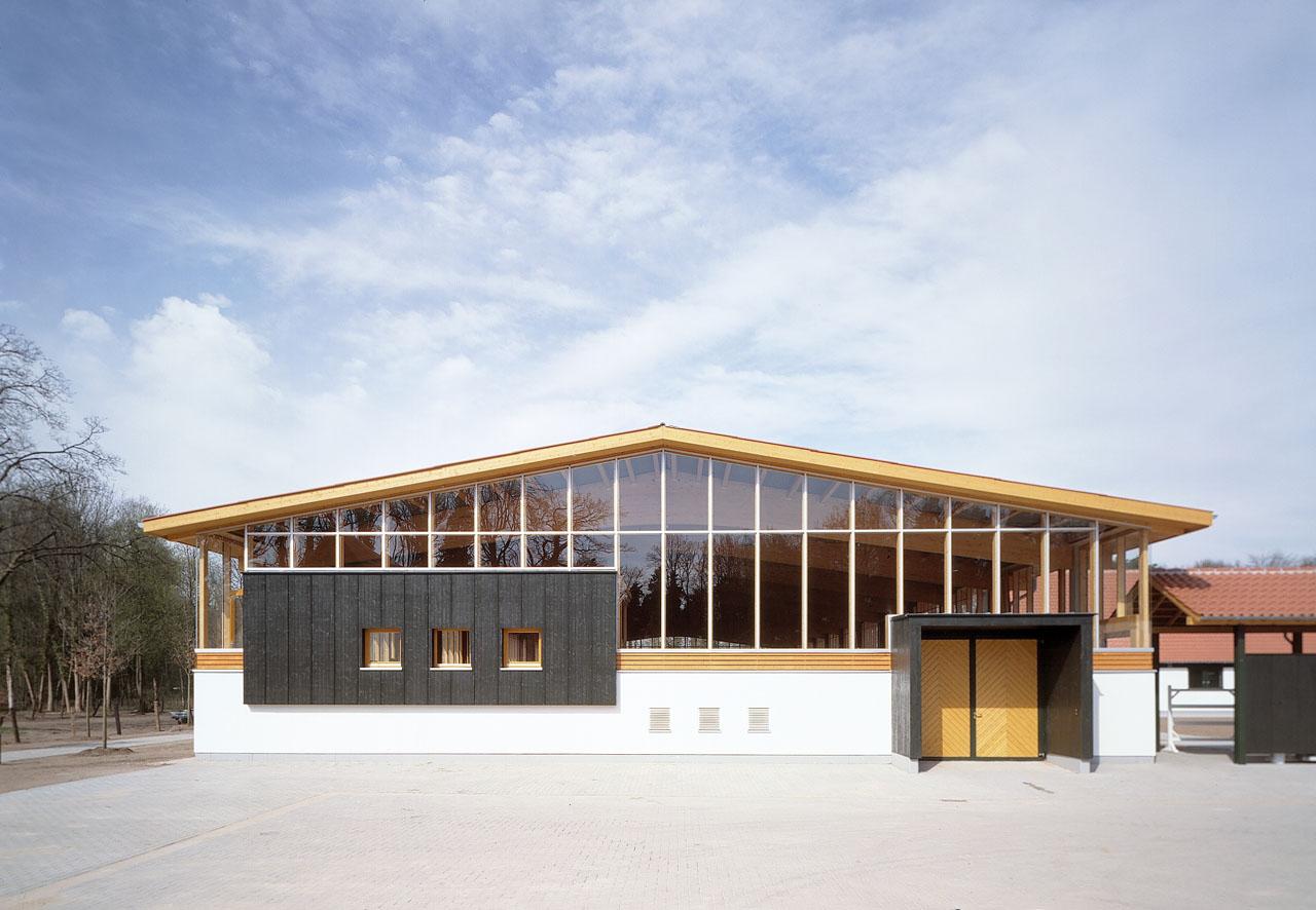 Steinhagen-Gestuet-Westfalenhof-Hallenfassade
